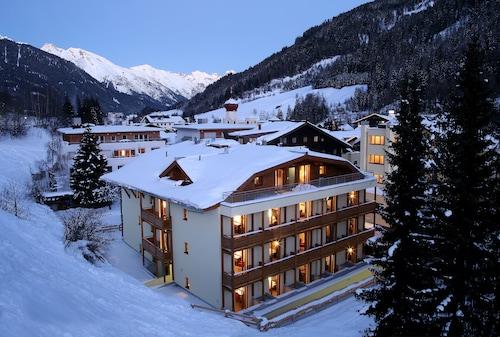 __{offers.Best_flights}__ Banyan Hotel