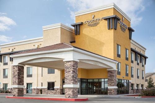 . Country Inn & Suites by Radisson, Dixon, CA - UC Davis Area