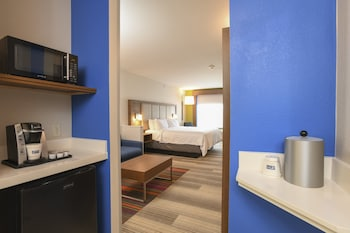 Suite, 1 King Bed, Accessible (Mobil Tub, Living Areas)