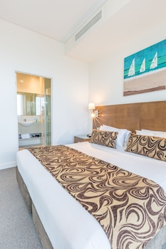 Guestroom at Wyndham Surfers Paradise in Surfers Paradise