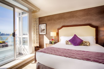 Superior Room, 1 King Bed (Partial Harbourview)