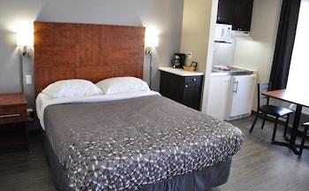 Suite, 2 Queen Beds, Non Smoking, Kitchenette (Two Room, 2 Queen Bed)