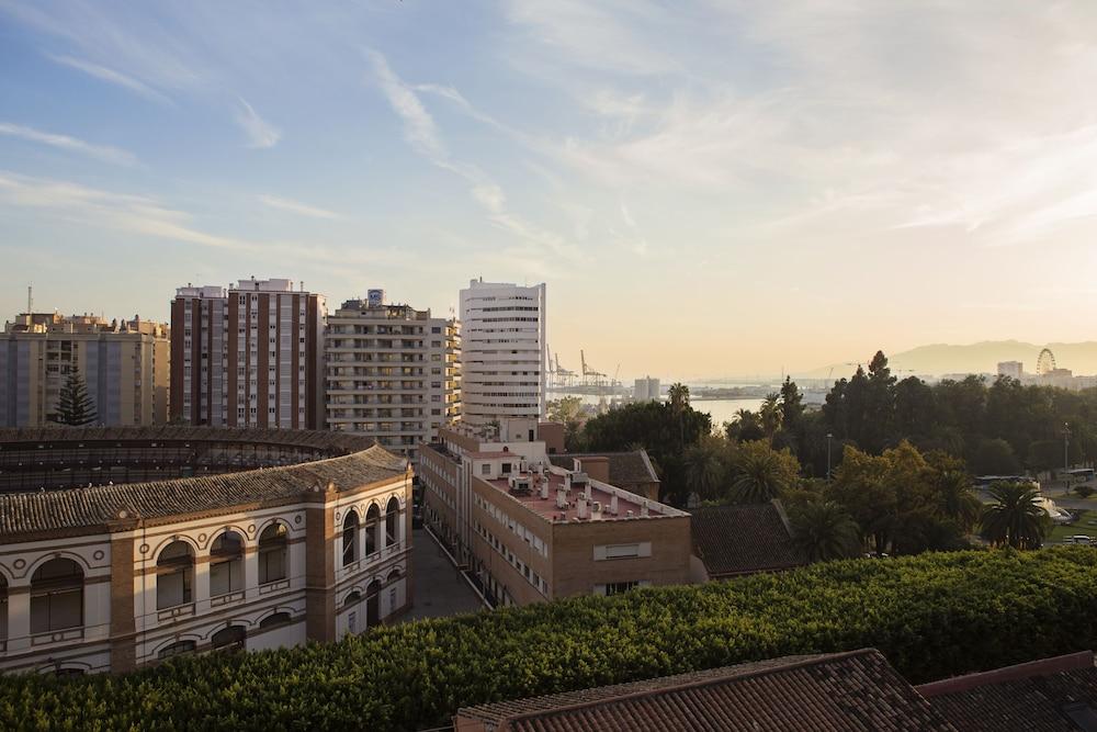 Málaga Hotel Eliseos, Featured Image