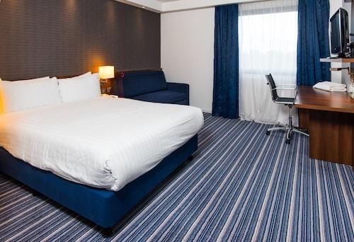 . Holiday Inn Express Tamworth