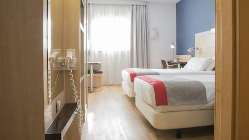 . Holiday Inn Express Barcelona - Sant Cugat, an IHG Hotel