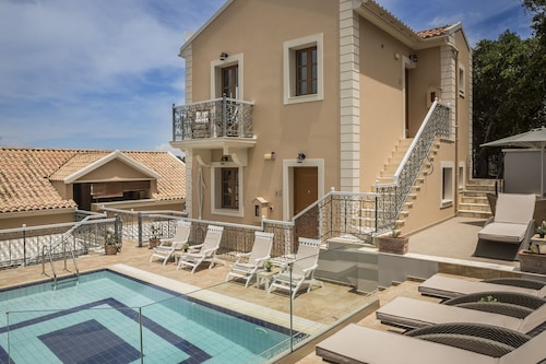 . Faros Suites - Adults Only