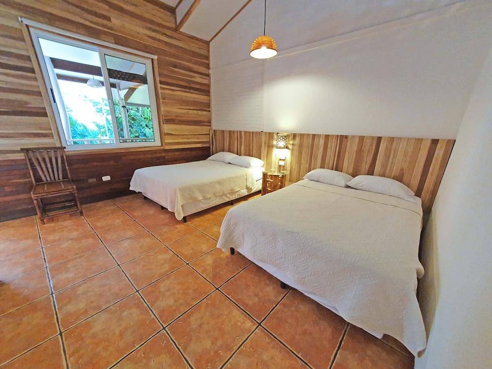 https://i.travelapi.com/hotels/4000000/3090000/3088100/3088090/20a286da_z.jpg