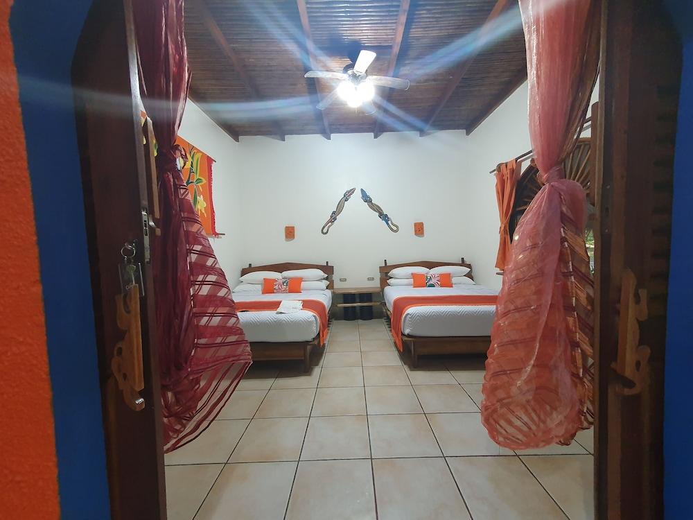 https://i.travelapi.com/hotels/4000000/3090000/3088100/3088090/8abc7dce_z.jpg