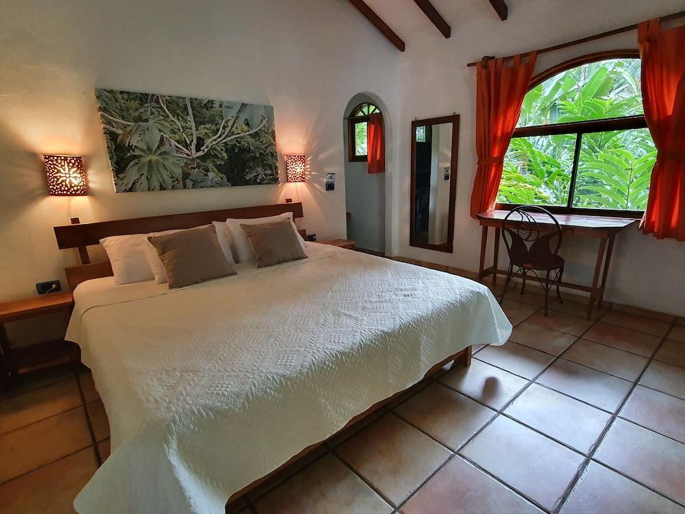 https://i.travelapi.com/hotels/4000000/3090000/3088100/3088090/8aeea04c_z.jpg