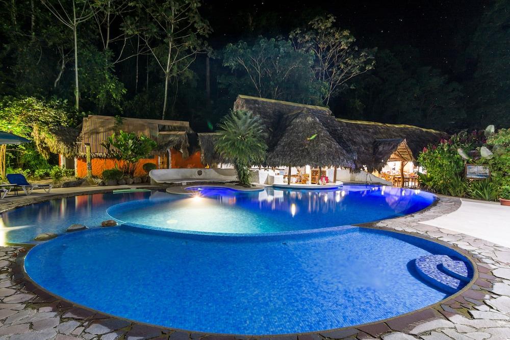 https://i.travelapi.com/hotels/4000000/3090000/3088100/3088090/9513b074_z.jpg