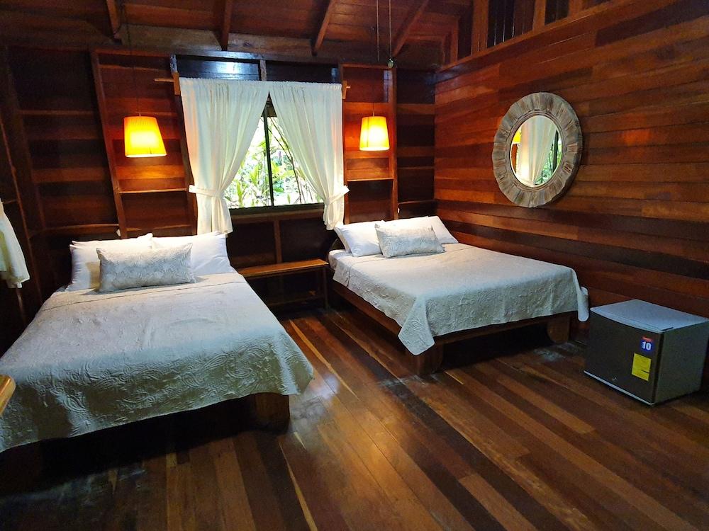 https://i.travelapi.com/hotels/4000000/3090000/3088100/3088090/96b217fc_z.jpg