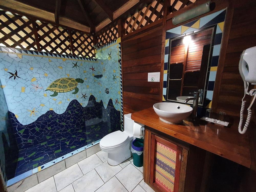 https://i.travelapi.com/hotels/4000000/3090000/3088100/3088090/96feb6c4_z.jpg