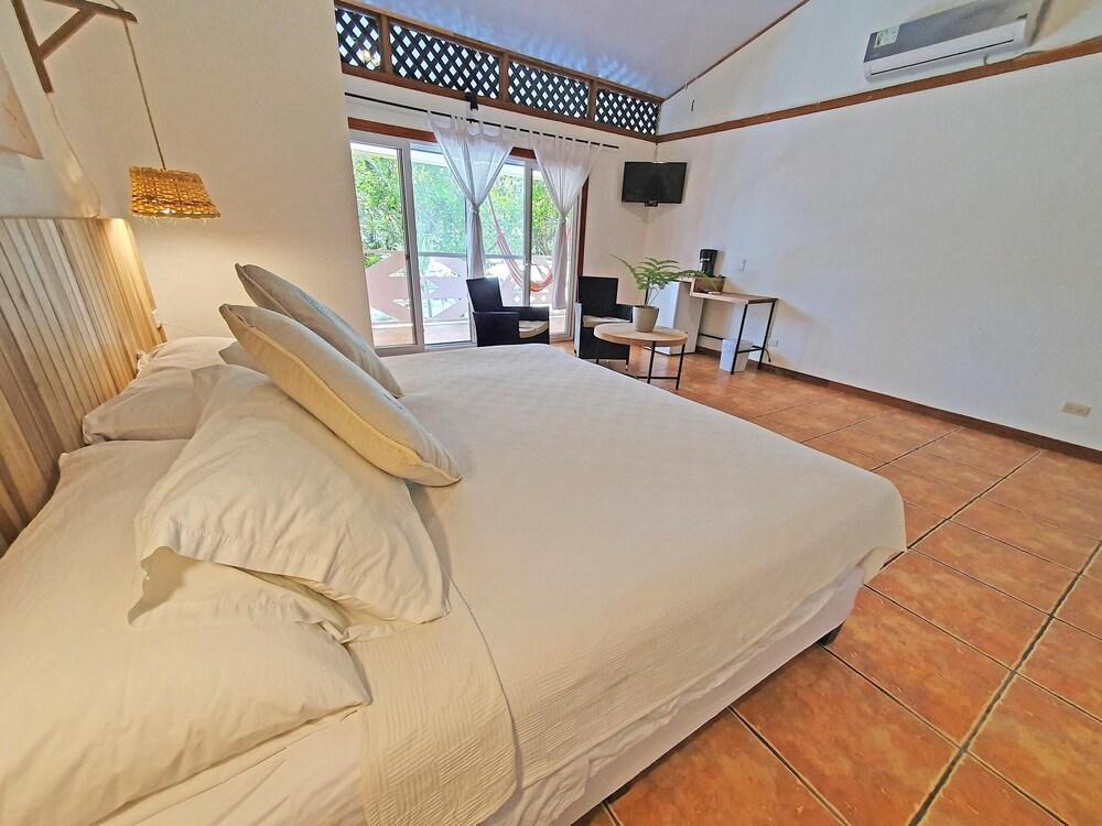 https://i.travelapi.com/hotels/4000000/3090000/3088100/3088090/9ee9be6a_z.jpg