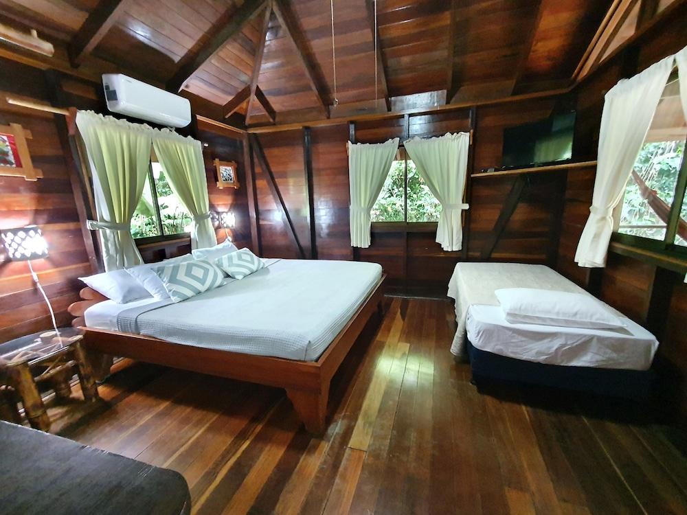 https://i.travelapi.com/hotels/4000000/3090000/3088100/3088090/af84446a_z.jpg
