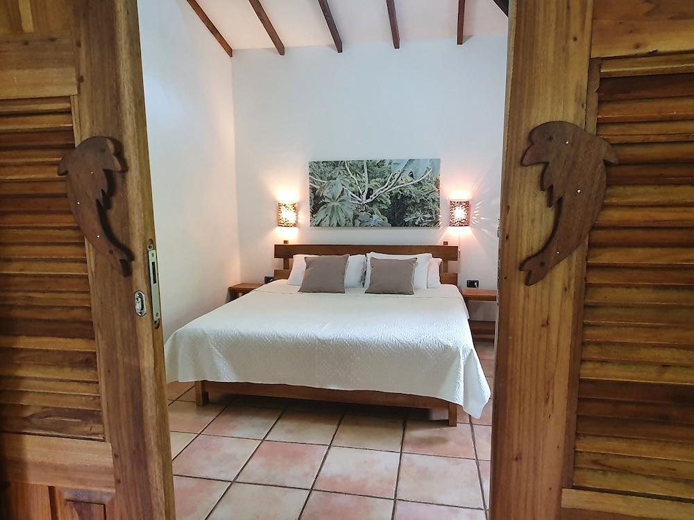 https://i.travelapi.com/hotels/4000000/3090000/3088100/3088090/cf13f06c_z.jpg