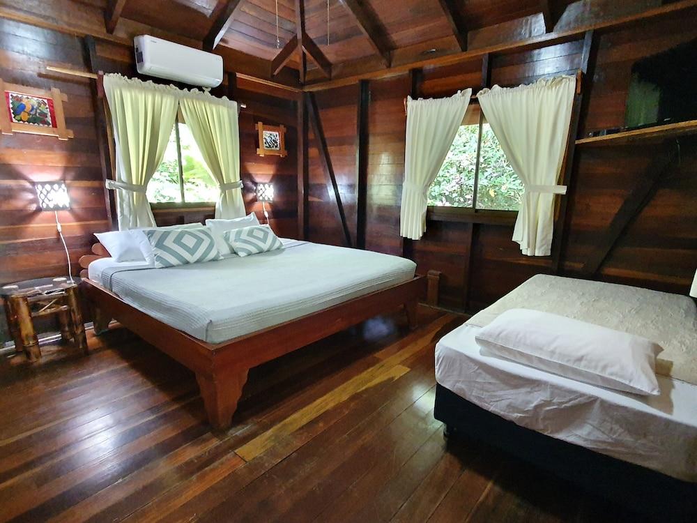 https://i.travelapi.com/hotels/4000000/3090000/3088100/3088090/edc1df96_z.jpg