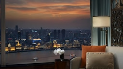 Bund View Room, Club Room, 1 King Bed, Business Lounge Access, View