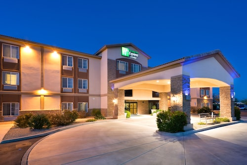 . Holiday Inn Express Hotel & Suites Casa Grande
