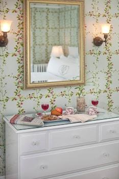 Room (Abbie's Retreat Room 17)