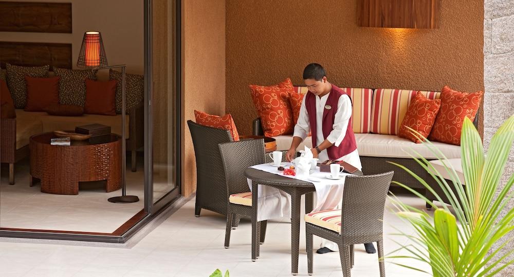 https://i.travelapi.com/hotels/4000000/3120000/3111100/3111005/c14d7f2b_z.jpg