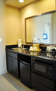 Hampton Inn & Suites Bay City - Bathroom  - #0