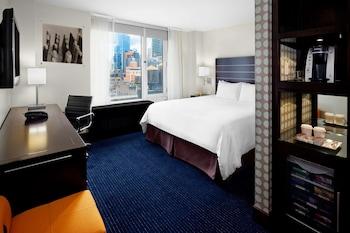 Queen bed high floor