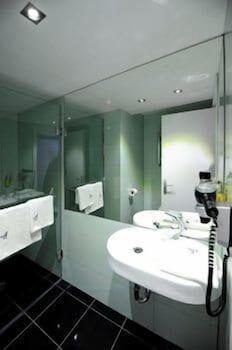 https://i.travelapi.com/hotels/4000000/3130000/3124400/3124331/73bafd9a_b.jpg
