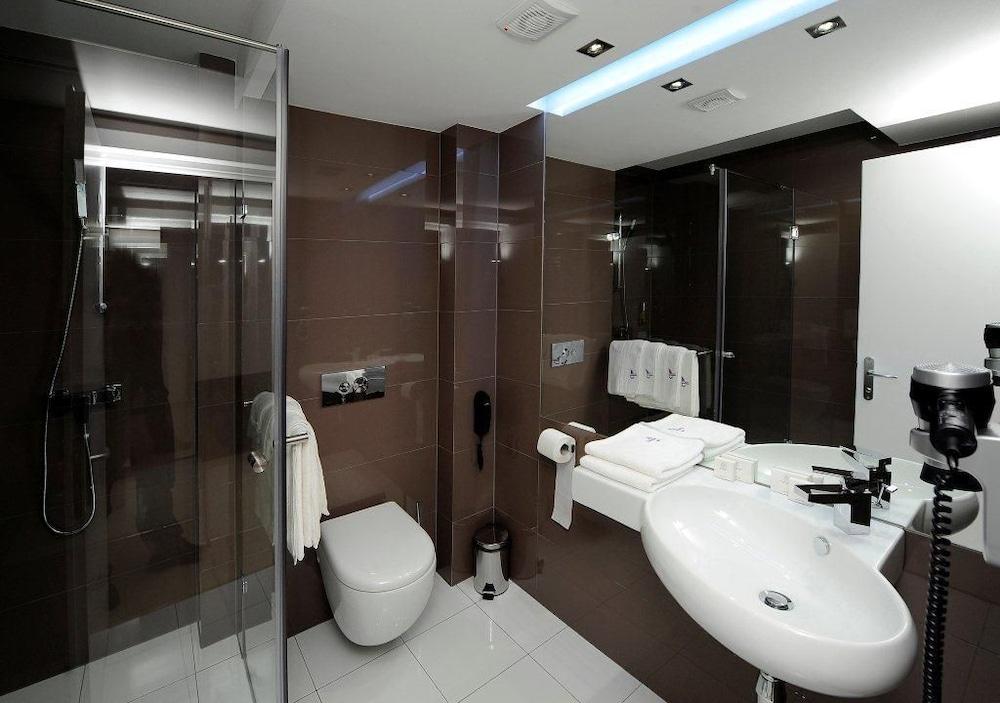 https://i.travelapi.com/hotels/4000000/3130000/3124400/3124331/aad7a950_z.jpg