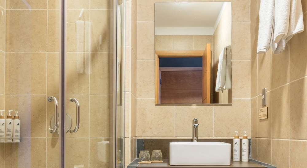 https://i.travelapi.com/hotels/4000000/3130000/3124400/3124339/c29e9f2b_z.jpg