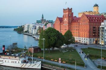 Book Elite Hotel Marina Tower in Stockholm.