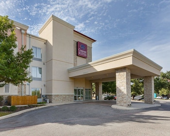 Hotel - Comfort Suites Medical Center near Six Flags