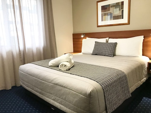 . Ventura Inn & Suites Hamilton