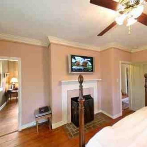 The Wayside Inn Bed & Breakfast, Howard