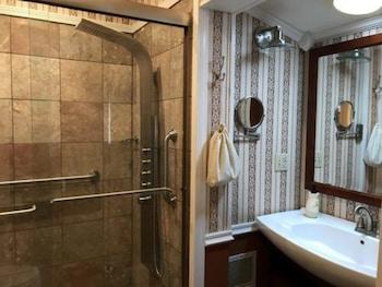 Room (Azalea Suite)
