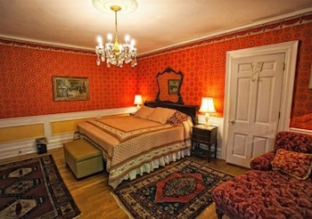 Room (Scarlet)