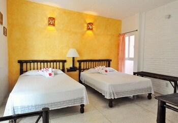 ホテル ジワ カラコル
