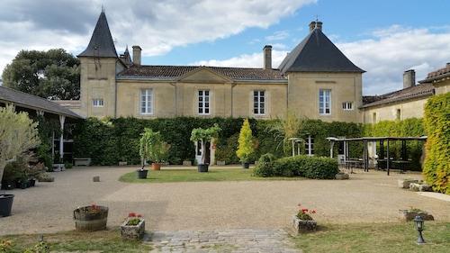 . Château Fleur de Roques