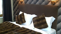 Deluxe Room, 1 Double Or 2 Twin Beds, Mountain View
