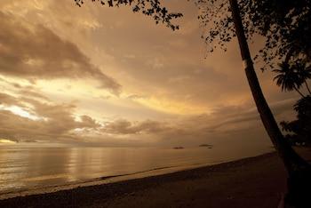 Atmosphere Resorts & Spa Dumaguete Beach