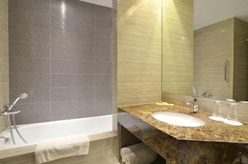 Pearl Garden Hotel Manila Bathroom Sink