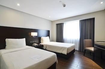 Pearl Garden Hotel Manila Guestroom