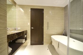 Pearl Garden Hotel Manila Bathroom