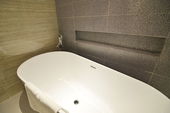 Pearl Garden Hotel Manila Deep Soaking Bathtub