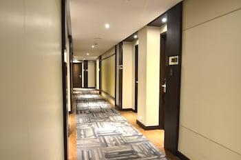 Pearl Garden Hotel Manila Hallway