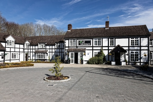 . The Limes Country Lodge Hotel