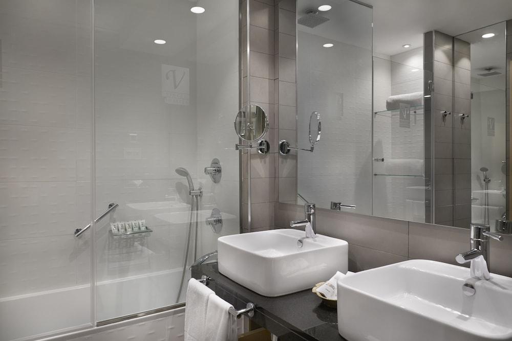 https://i.travelapi.com/hotels/4000000/3180000/3175600/3175600/bf75b336_z.jpg