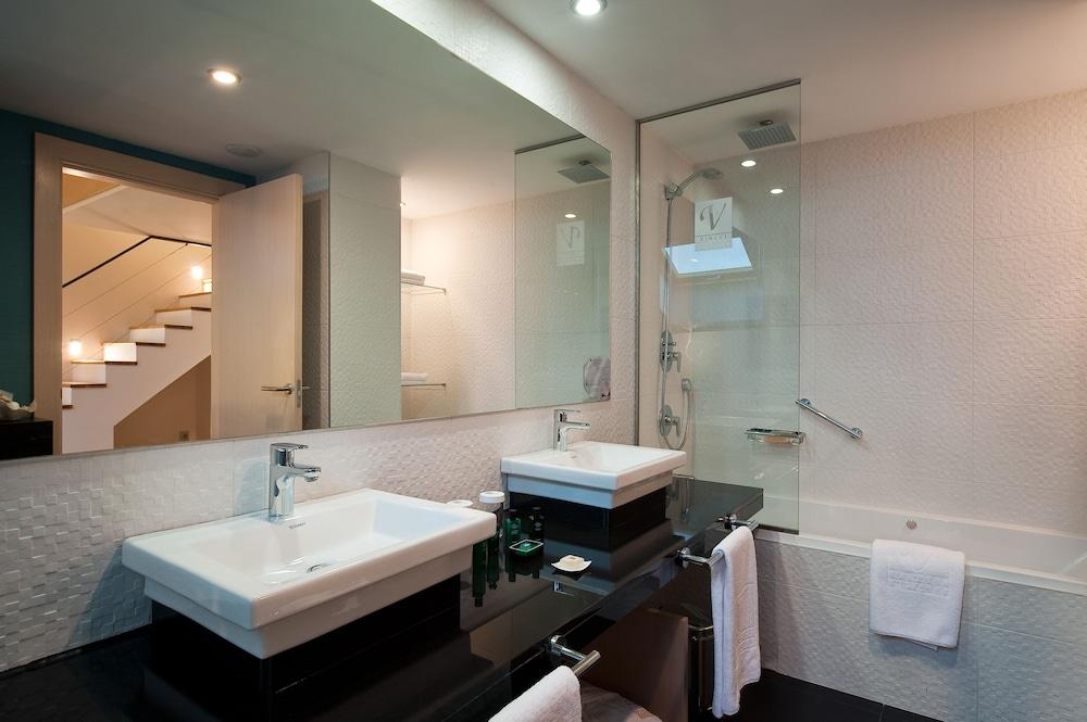 https://i.travelapi.com/hotels/4000000/3180000/3175600/3175600/d59952ea_z.jpg