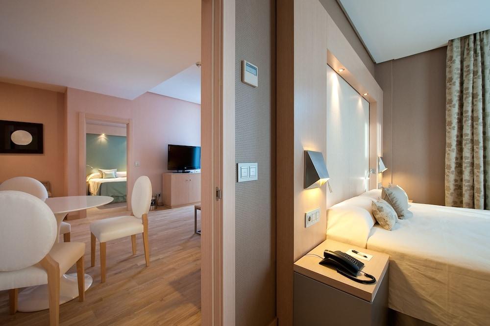 https://i.travelapi.com/hotels/4000000/3180000/3175600/3175600/e4853dad_z.jpg