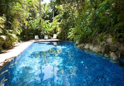 Coral Sea Villas, Douglas