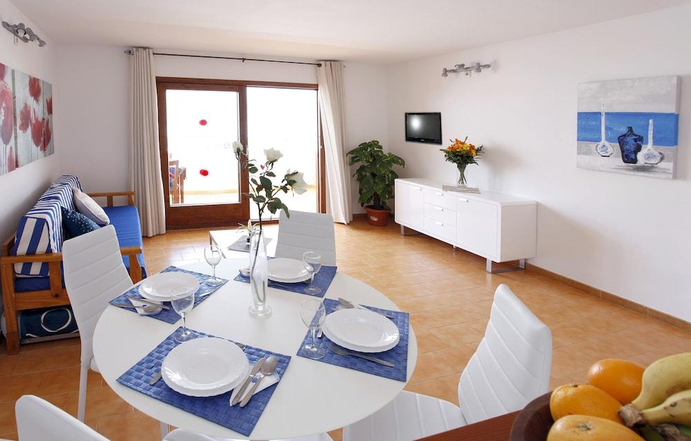 아파르타멘토스 산딕(Apartamentos Sandic) Hotel Image 8 - In-Room Dining